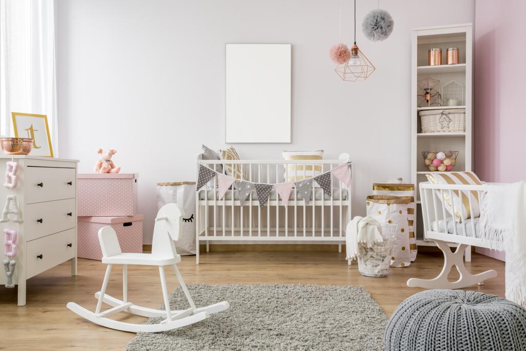 Chambre de bébé blanche grise et rose pour fille